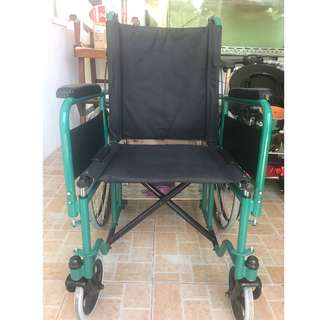 Wheelchair with oxygen compartment