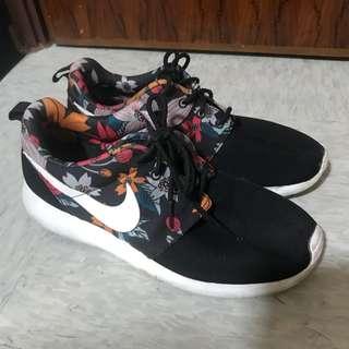 Nike Rosherun US6
