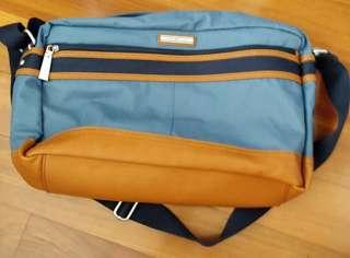 Original Tommy Hilfiger sling bag