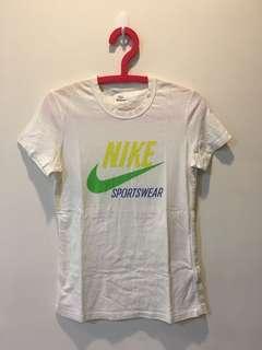 🚚 Nike白色短袖上衣