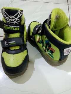 sepatu anak karakter