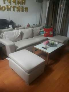 Sofa without center table