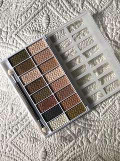 Pigmented eyeshadow palette