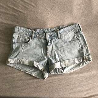 🚚 H&M淺色牛仔短褲40號