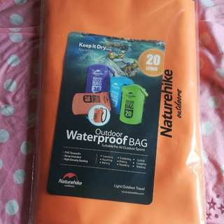 100%全新Naturehike 20L 橙色双肩帶防水背包,** 生產日期 ~ 201803。100% brand new Naturehike 20L orange strap waterproof backpack style DRY Bag. Manufacture date ~ 201803.
