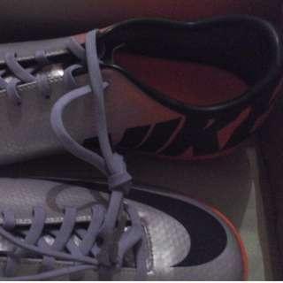 Sepatu futsal ori