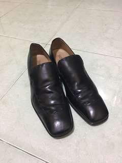Sepatu Yves Saint Laurent Authentic Loafers