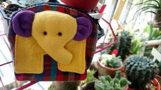 。黃色小象零錢包。