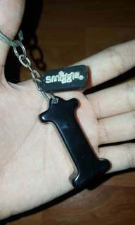 smiggle 'i' keychain