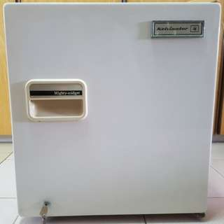 48L Mini Bar Fridge w built-in lock mechanism