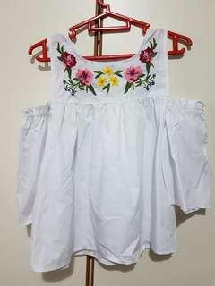 Embroidery floral off-shoulder top