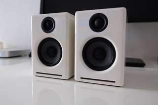 Audioengine A2 Computer Speakers in Gloss White with Stands