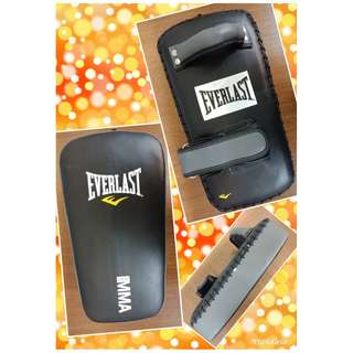 Everlast PU MMA Muai Thai Pad Punch Mitts