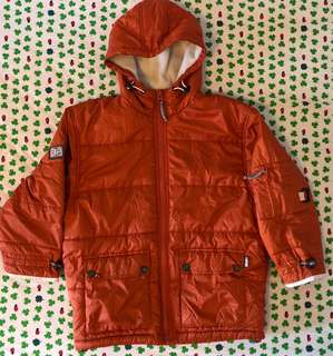 Boy's  quilted long sleeves jacket. Water repellent.