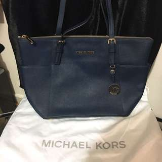 Michael Kors Jet Set Large Top-zip Leather Tote