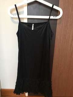 Black Top (very thin): need to wear a top outside.