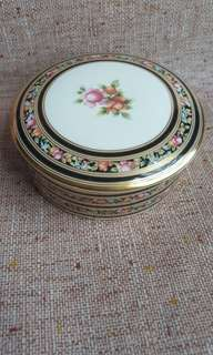 Wedgwood round covered dresser box