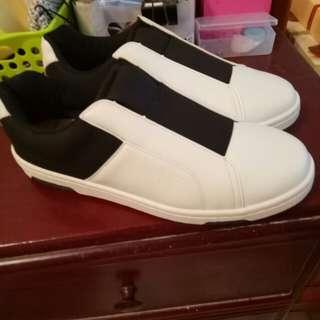 🚚 全新僅試穿休閒增高除臭鞋小白鞋