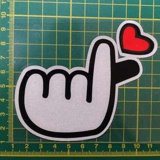 汽車機車裝飾貼紙-愛心手勢 油箱 刮痕皆可用
