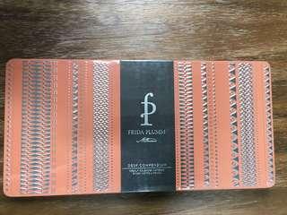 BN Frieda Plumm Desk Compendium