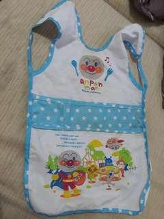 🚚 寶寶用餐有口袋防水麵包超人無袖加長版圍兜兜圍巾