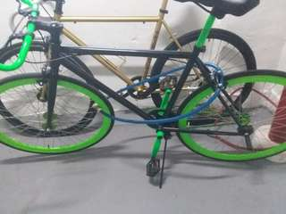 Fixie! With a free black spray!! (The lime green)