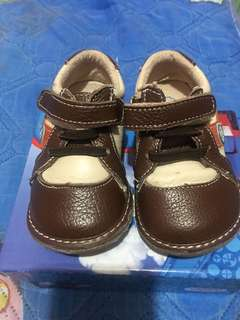Brown shoes for your 9-16 month old boy. Slightly used. Outgrown