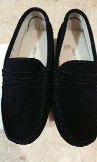 Charlii黑色麂皮豆豆休閒鞋