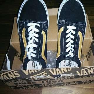 Vans old skool gold stripes