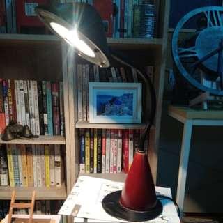 🚚 鐵製鹵素燈