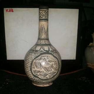 宋金磁州窯白地繪图紋長耳瓷瓶