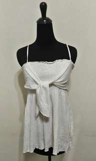 🚚 九成新~ 美國製品牌 Forever 白色 細肩帶 胸前裝飾結 棉杉