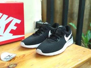 Nike tanjun black