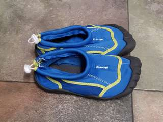 Preowned seven mile aqua water shoes size 13c