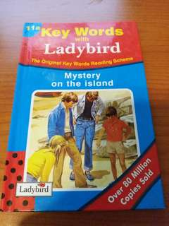 英文故事書 Key Words with Ladybird : Mystery on the Island (原價$35,而家特價$20!)