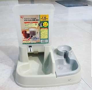 2nd hand food dispenser