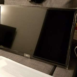"LG 28"" LED TV - as new"