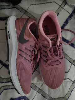 BRAND NEW RUNNING NIKE FITSOLE SIZE 7