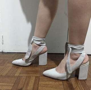 Block heel with tie