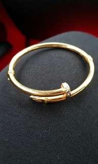 [INSTOCK] 916 Gold Cartier Screw Bangle.