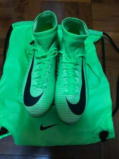 Nike足球鞋 mercurial green cr7