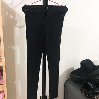 黑色貼身牛仔褲
