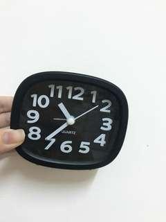 黑色造型小鬧鐘