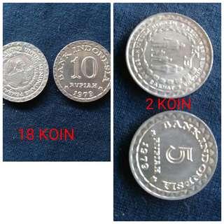 """Di jual cpt uang koin asli .18 uang koin (10 rupiah thn 1979)dan 2 uang koin (5 rupiah thn 1974) yu yg suka barang antik buruan di order karna stok terbatas  yg minat or1 tnya"""" langsung WA 089644442316"""