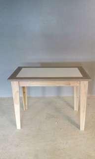 Meja makan/meja teras solid surface unik