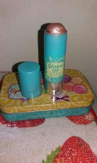 Happy skin glisten up highlighter with free happy skin tin can