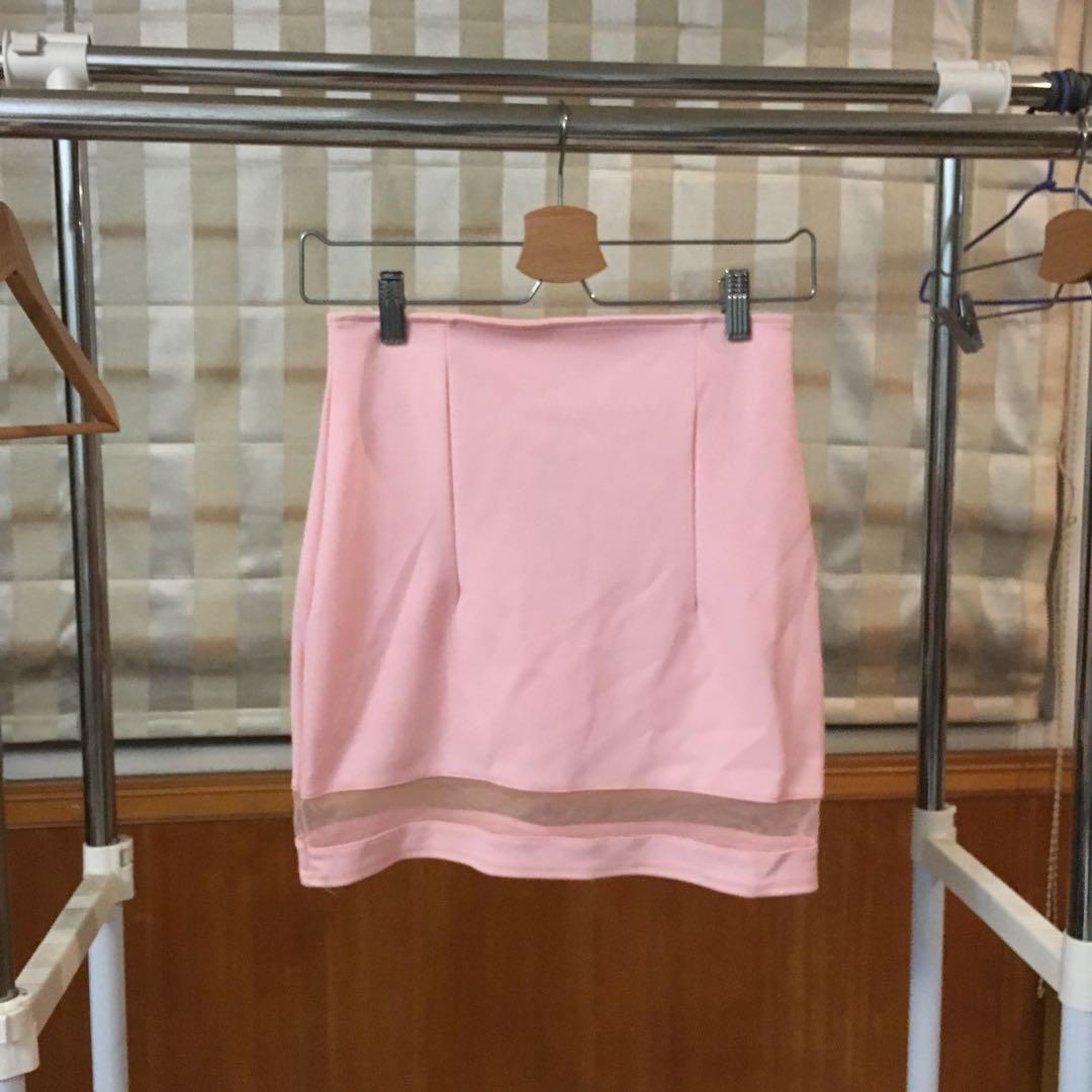 粉透膚短裙
