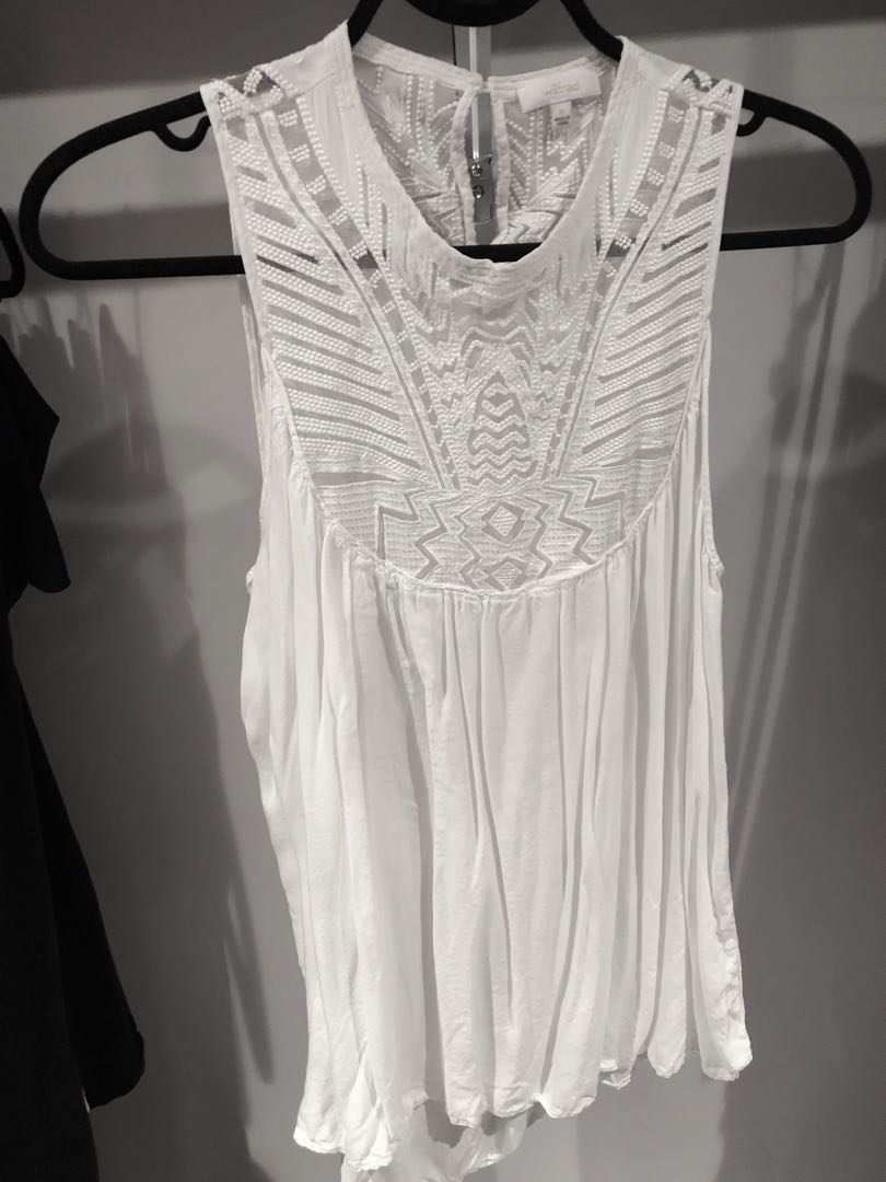 a1c86b16afbcbb Aritzia Wilfred sleeveless tank with beautiful silk lace embroidery ...