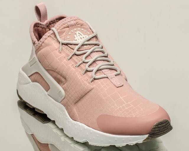 Nacarado Lidiar con versus  Authentic Nike Air Huarache Ultra Women's Powder Pink, Women's Fashion,  Shoes on Carousell