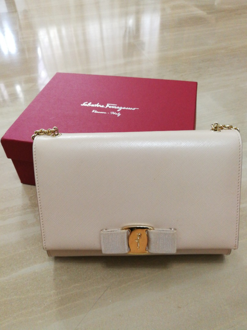 09d2e2620 Salvatore Ferragamo Ginny small leather shoulder bag, Luxury, Bags ...